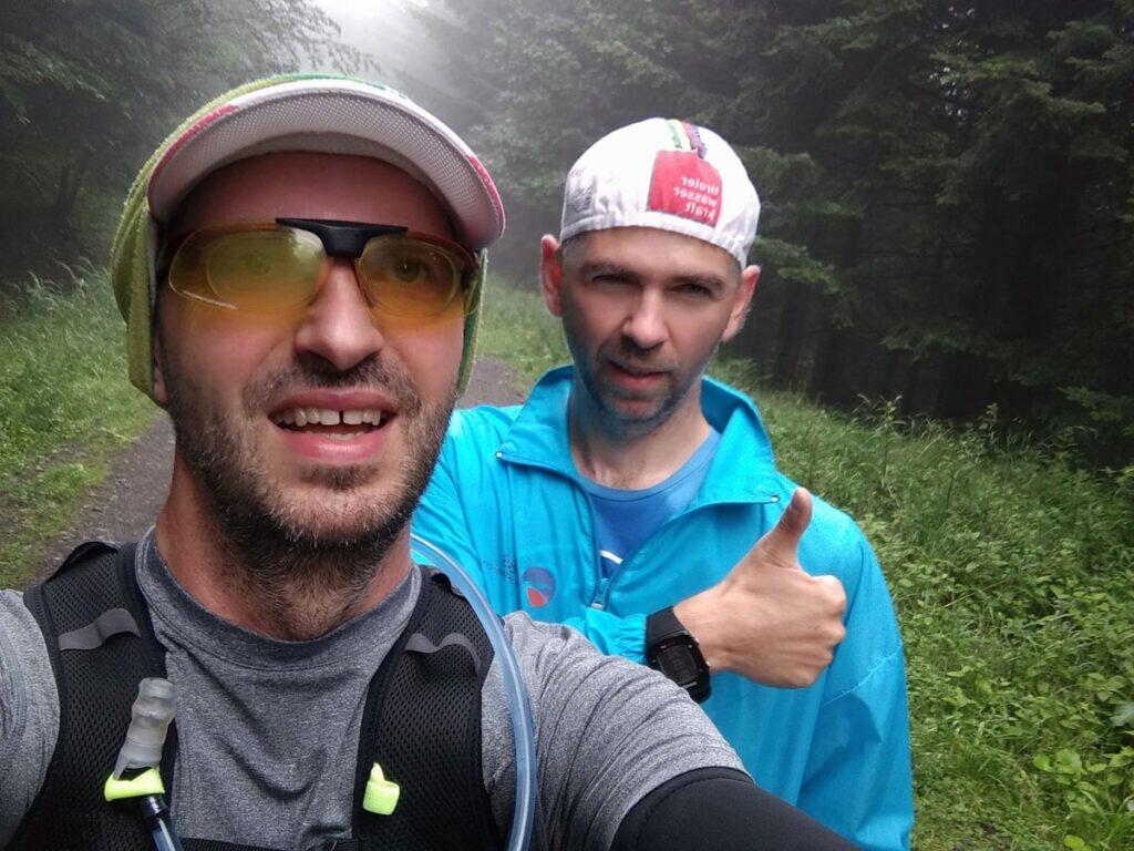 Paweł i Piotr w lesie na treningu