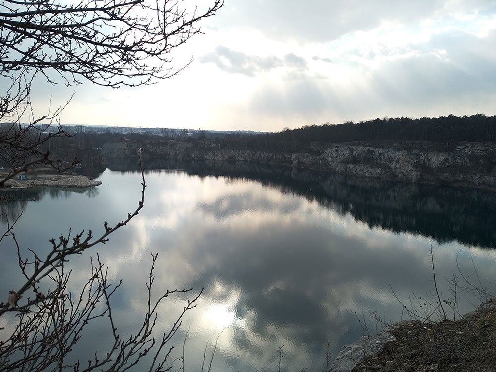 Przepiękny widok na zbiornik wodny