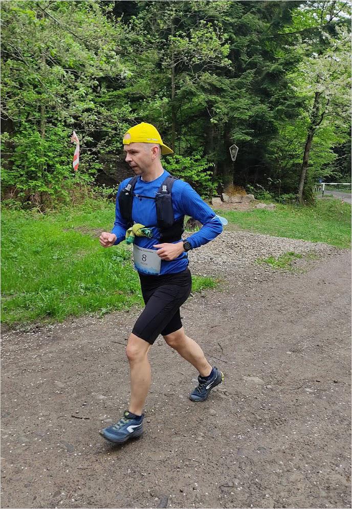 Piotr Krzyworączka biegnie